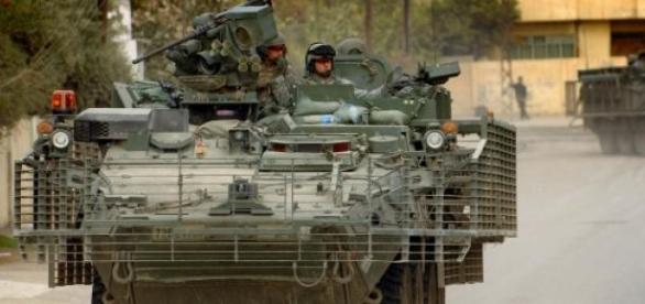 Tropas da NATO desfilam na Estónia.