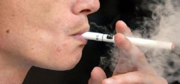 Anual mor sase milioane de fumatori