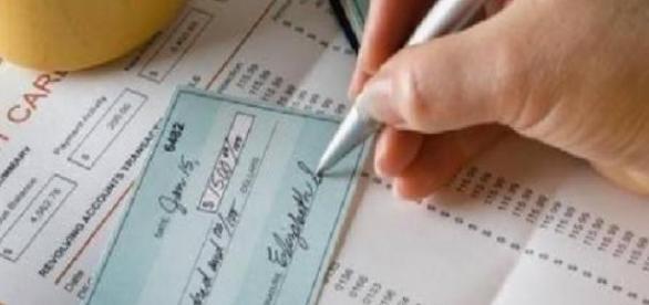 Guvernul pierde bani din neincasarea TVA