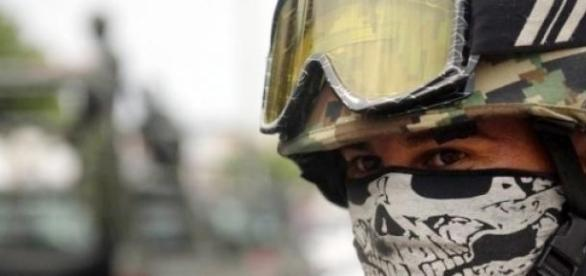 Les soldats étaient devant les écoles d'Acapulco.