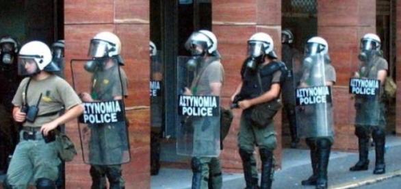 Polícia teve de responder a desacatos em Atenas.