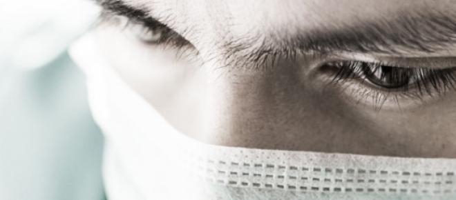 Médica anestesista do IPO de Lisboa acusada de agredir ao estalo uma criança com cancro.