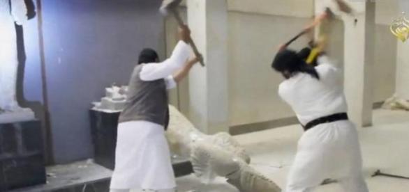 Des statues pluri-millénaires ont été détruites.
