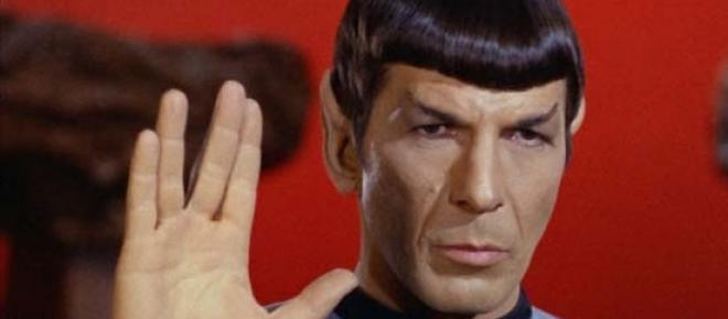 O ator Leonard Nimoy, interpretando o dr. Spock na série Jornada nas Estrelas