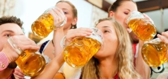 Consumul de bere aduce beneficii nebanuite