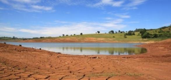 Falta d'água não é culpa da população