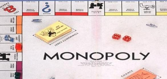 Hasbro fabrica jocuri Monopoly cu bancnote reale