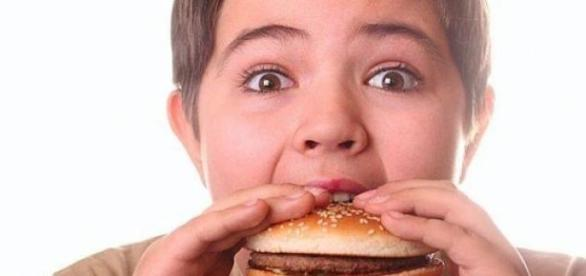 Fast food-ul, inamicul nr. 1 al copiilor