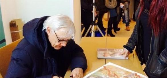 Manara all'inaugurazione della mostra di Salerno