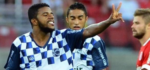 Jô comemora seu gol épico no Beira-Rio