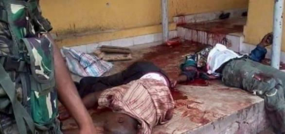 Des corps gisants  apres le passage de Boko Haram