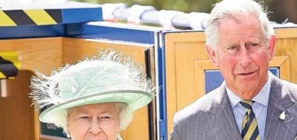 Printul Charles si Regina