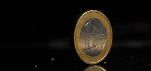 Euro mantém-se fragilmente