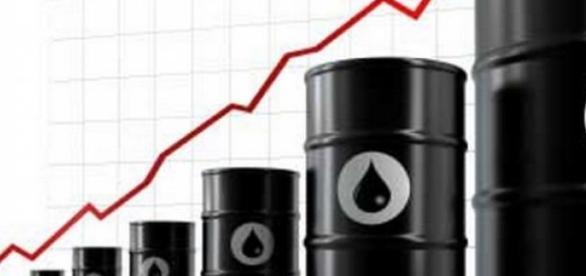 Se anunta noi scumpiri pentru petrol