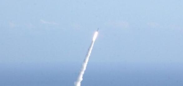 Coreia do Norte testa novos mísseis.
