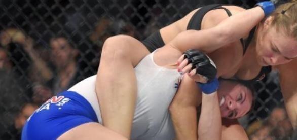 Ronda Rousey finaliza Cat Zingano