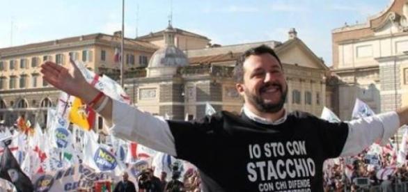 Salvini dichiara guerra a Renzi