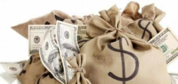 Aprecierea dolarului duce la scumpiri