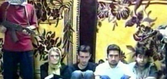Jurnalisti romani incadrati de doi pseudoteroristi