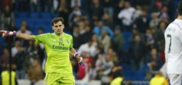 Casillas exigiu que CR7 agradecesse ao público