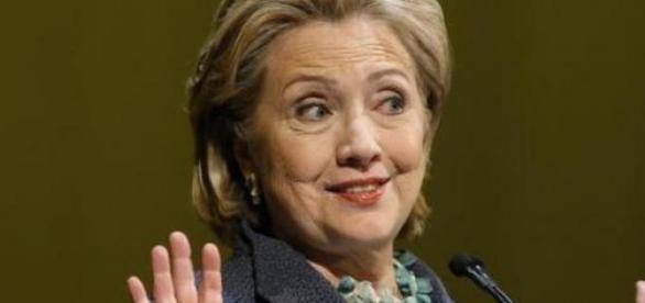 Hillary Clinton alle prese con l'Emailgate