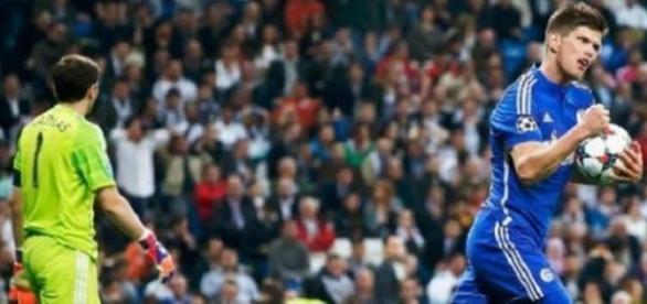 Huntelaar foi um dos destaques, com dois gols