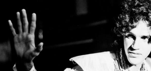 Caetano Veloso em 1968, no auge do Tropicalismo.