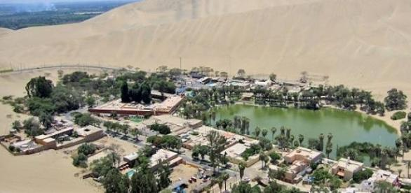 Cerca de 100 habitantes vivem neste paraíso