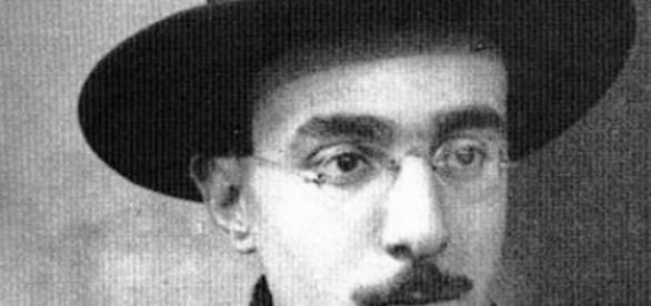 Fernando Pessoa, o grande poeta, em HQ