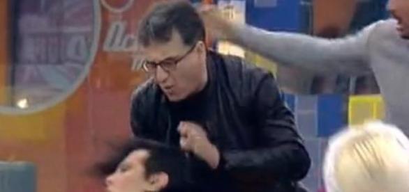 Zezé Camarinha agrediu Castelo Branco.
