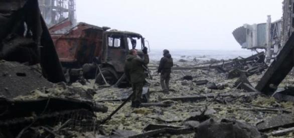 Separatistii au bombardat satul Shyrokyne