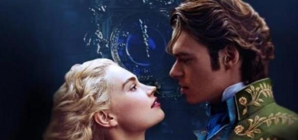 Actriz Lily James é a nova 'Cinderella'.