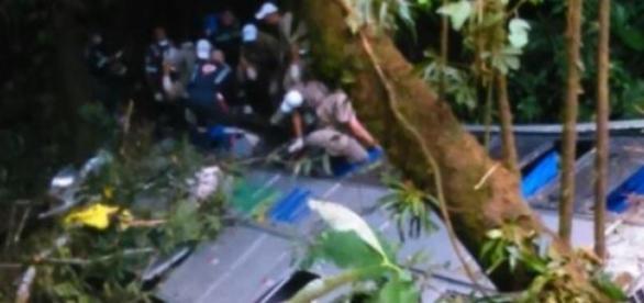Equipes de resgate permanecem na busca de corpos