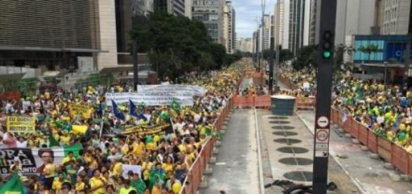 1.000.000 de pessoas reunidas na Av. Paulista