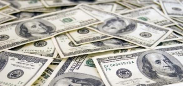 Dolarul redevine puternic, in raport cu euro