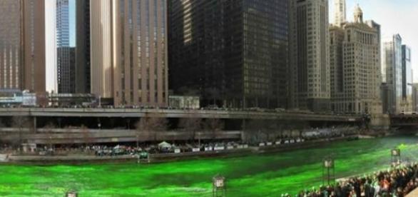 Dzień Świętego Patryka - zielona rzeka w Chicago