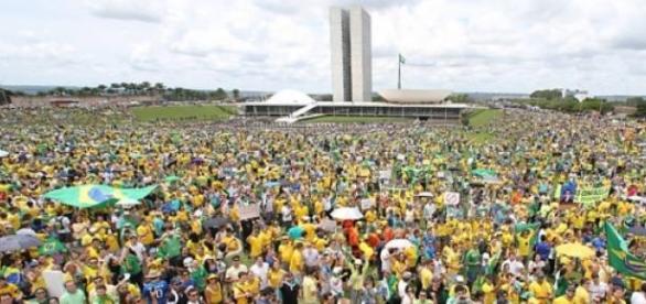Manifestações contra o governo de Dilma Rousseff