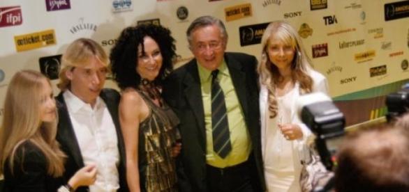 Lugner mit Familie, 2010 beim Amadeus-Award.