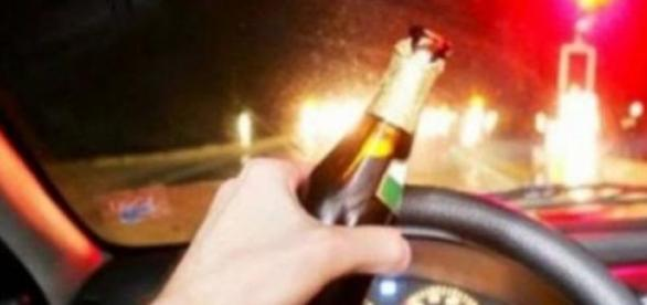Motoristas bebem e dirigem