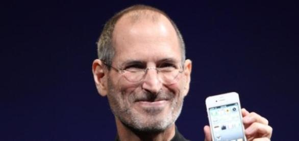 Steve Jobs in 2010 with the iPhone 4S.