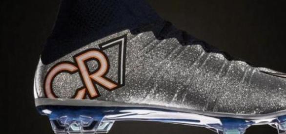 Assim são as Mercurial Superfly Silverware da Nike