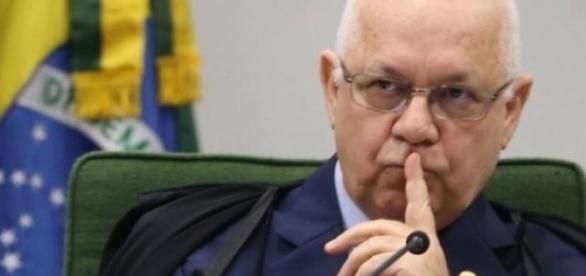 Ministro arquivou pedido para investigar Dilma.