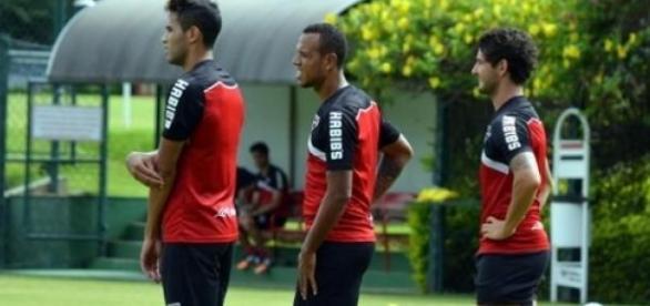 Na foto, Souza, Luis Fabiano e Alexandre Pato