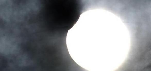 Eclipsa partiala de Soare vizibila in Romania.