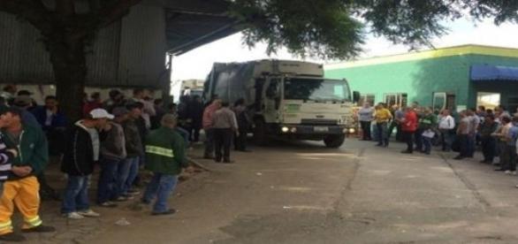 Greve na coleta de lixo em Curitiba.