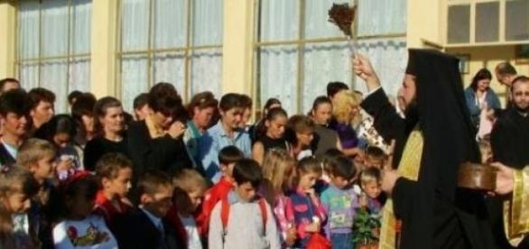 Indoctrinare religioasa in scoli