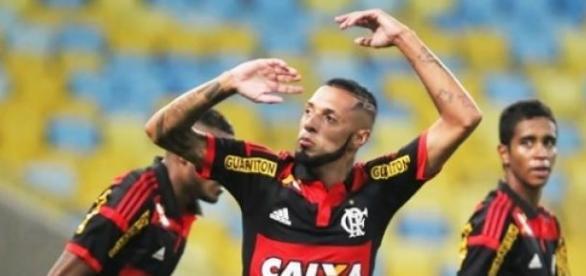 Paulinho fez o primeiro gol na vitória do Flamengo