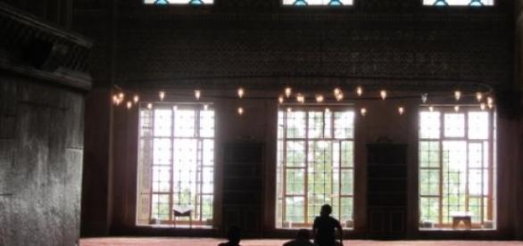 Dentro da Mesquita, lugar sagrado