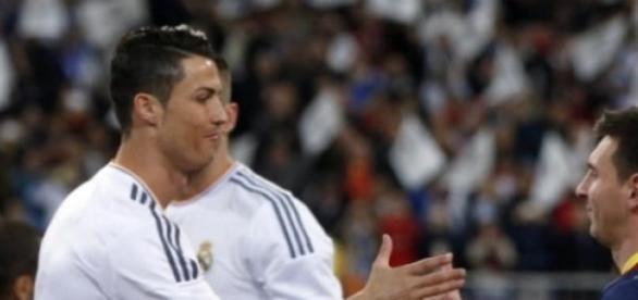 """Ronaldo e Messi: O cumprimento dos dois """"rivais"""""""