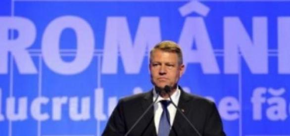 Klaus Iohannis este duplicitar